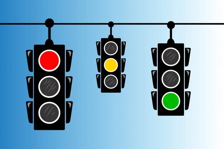 چرا رنگهای چراغ راهنمایی و رانندگی سبز، زرد و قرمز است؟ - کلاغه