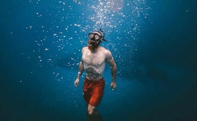 Photo of ۱۶ وسیلهی ضروری شنا برای آنهایی که به استخر میروند