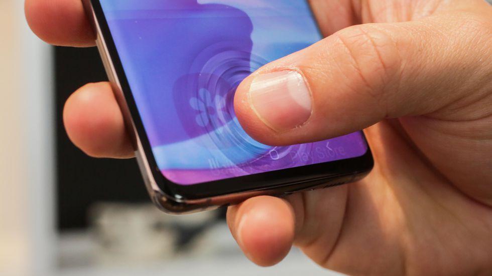 گوشی موبایل سامسونگ مدل Galaxy S10 Plus دو سیم کارت ظرفیت 1 ترابایت