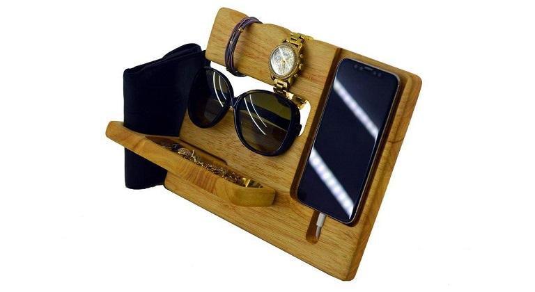 پایه نگهدارنده گوشی موبایل و لوازم ضروری