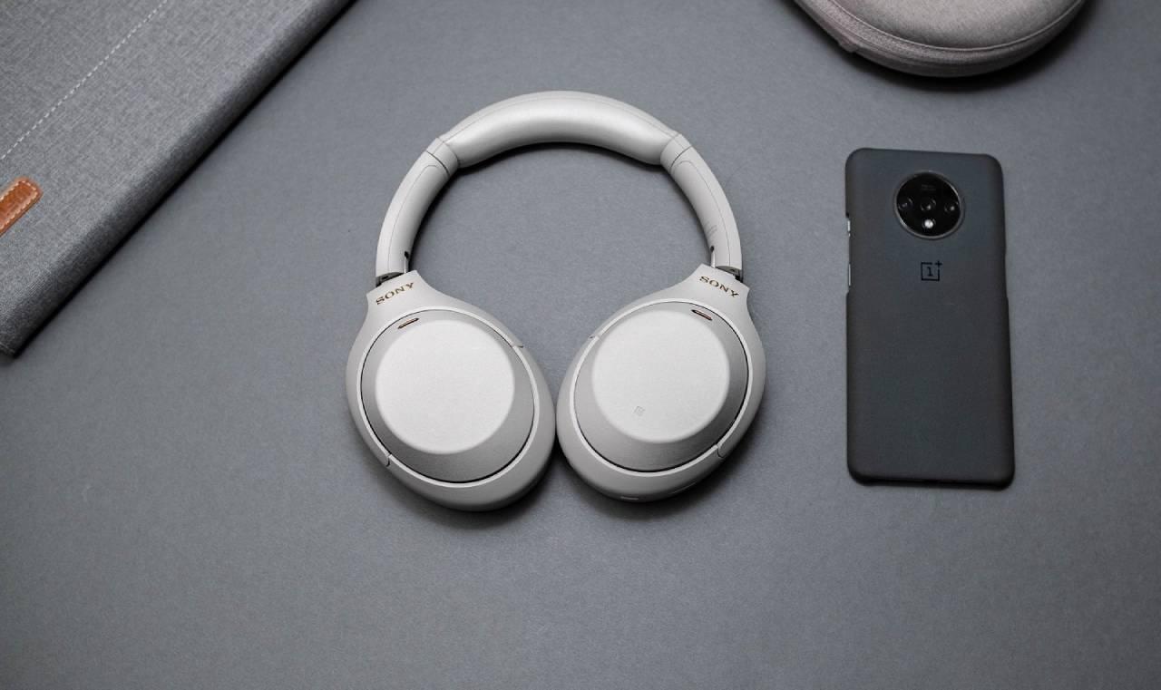 طراحی Sony WH-1000XM4 در مقابل AirPods Max